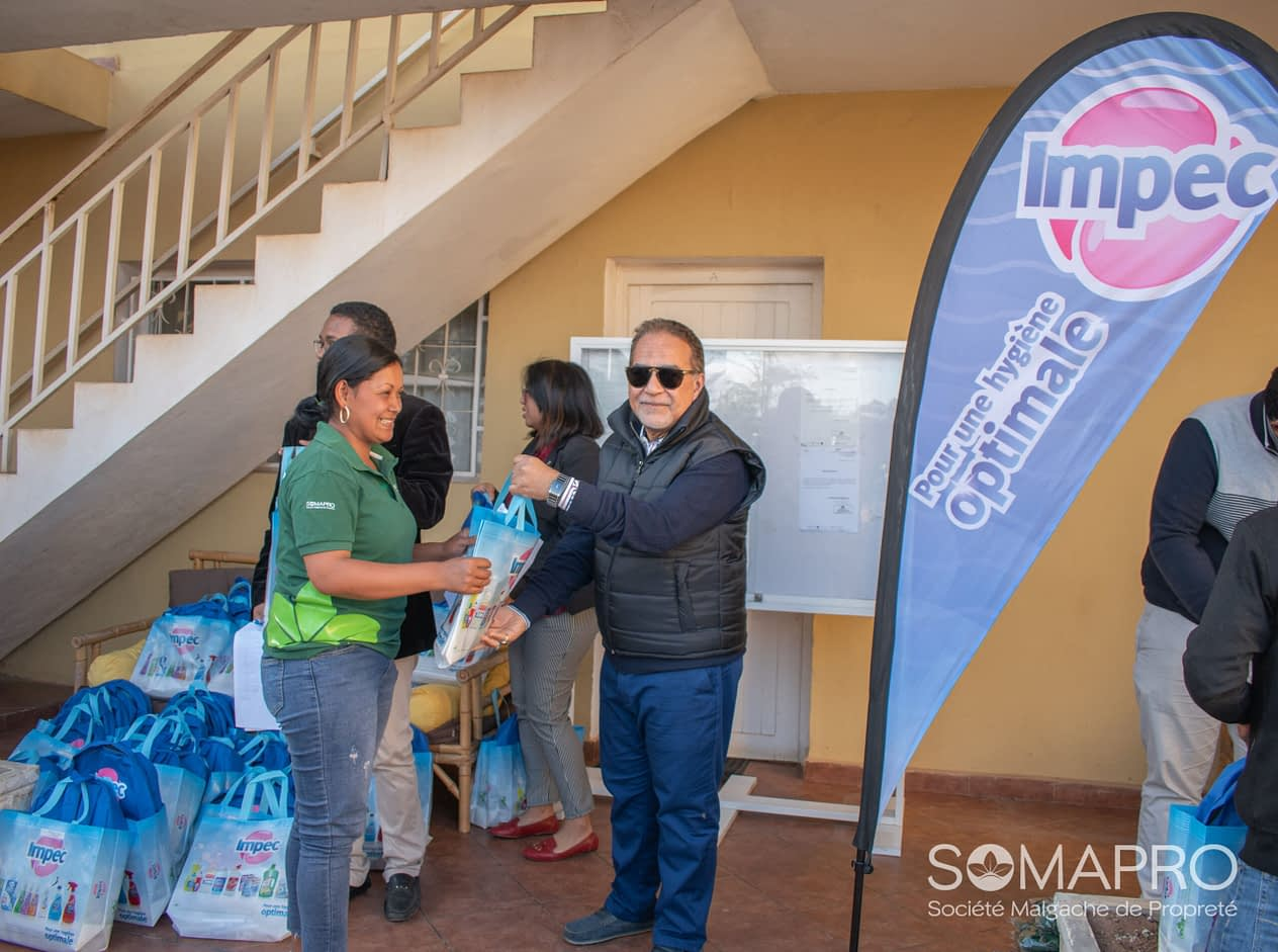 Distribution de kits scolaires aux employés de la SOMAPRO